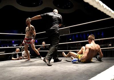 wakt thai boxer knock out